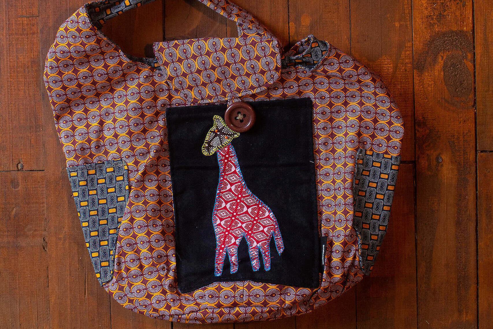 Bag with pink giraffe on
